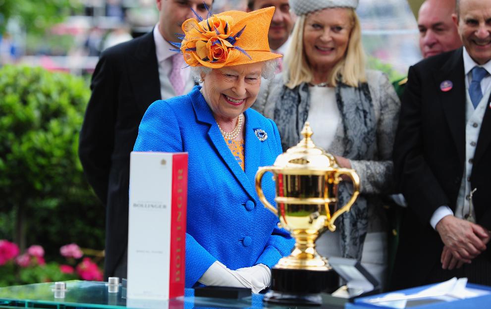 The Queen horse racing